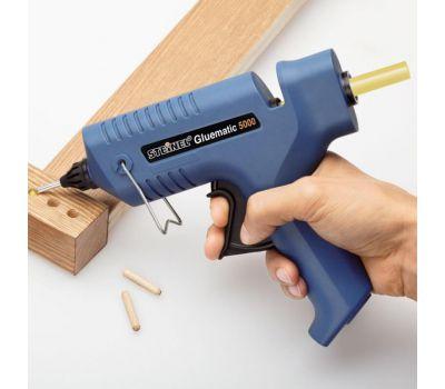 приклеваем деревянный дюбель